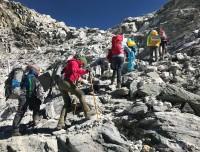 walking towards top of chola pass